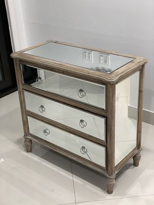 3 Drawer Mirrored Chest/Nightstand for Sale in Miami, FL