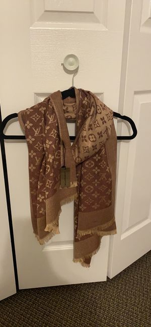 LV scarf for Sale in Palos Hills, IL