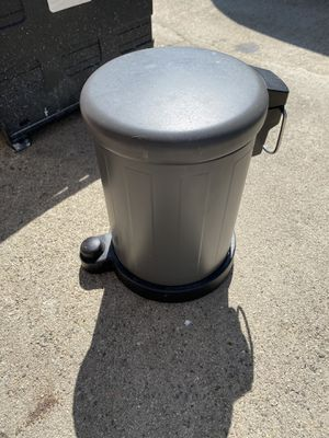 Small trash can for Sale in Glendale, CA