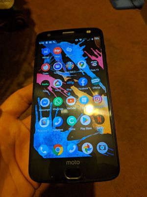 Motorola Z2 force XT1789 unlocked beautiful phone newest model with 94 gb of space includes charger for Sale in Auburndale, FL