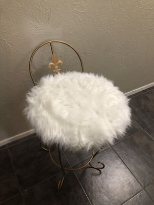 Gold vintage vanity chair for Sale in Mansfield, TX