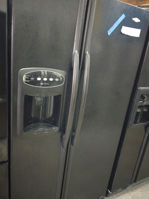 Maytag side by side doors fridge in excellent condition w/4 months warranty for Sale in Baltimore, MD