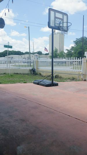 Basketball hoop in good condition 85$$ for Sale in Auburndale, FL