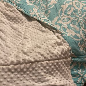 Beddy's Full Size Blue And White Print Minky Comforter Set for Sale in Chandler, AZ
