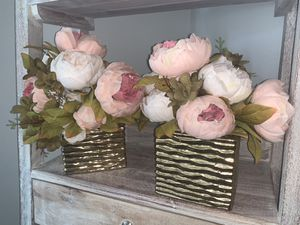 Beautiful QUALITY Artificial Flower Bouquet with golden vase for Sale in Whittier, CA