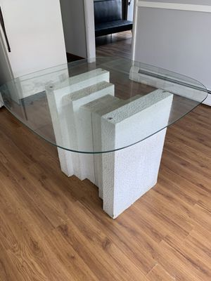 Dining table for Sale in Mentor, OH