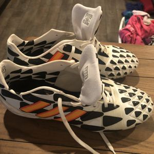 Soccer Shoes (Adidas) 9 1/2 for Sale in Nokesville, VA