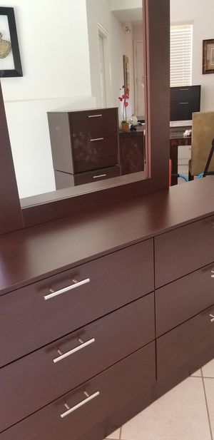 New dark brown dresser and mirror for Sale in Kissimmee, FL