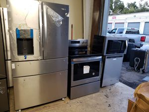 For sale stainless steel kitchen set by whirlpool for Sale in Tampa, FL