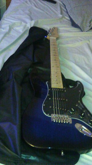 $180 electric guitar and amp and case. for Sale in ROWLAND HGHTS, CA