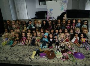 48 Bratz Dolls, 1 Moxie doll for Sale in Homestead, FL
