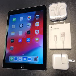 MINT Ipad air 2 64gb wifi w/accessories & warranty for Sale in Lawrenceville, GA