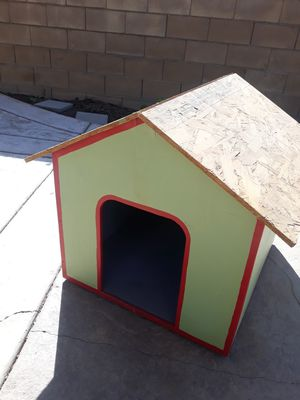 SMALL DOG HOUSE for Sale in Fontana, CA