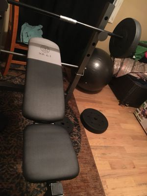 Gold's gym bench and weights for Sale in Obetz, OH