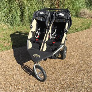 Bob double stroller with snack trays and car seat adapter for Sale in Fairfax, VA
