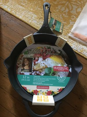 "The Pioneer Woman Timeless Beauty Pre-Seasoned Plus 12"" Cast Iron Fry Pan for Sale in Pittsburgh, PA"