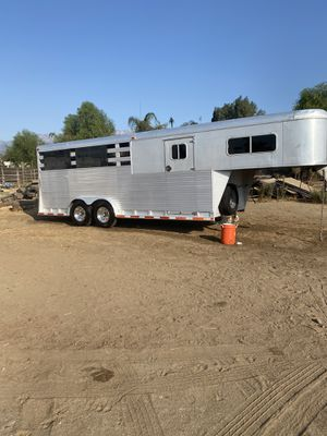 Horse trailer 4 horses aluminum ( only 4800 lbs) for Sale in Fontana, CA