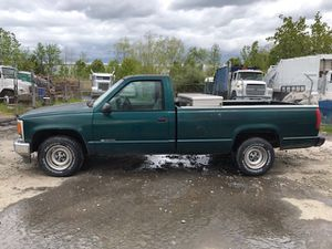 1998 Chevy Silverado 1500 300k miles runs and drives!!! for Sale in Temple Hills, MD