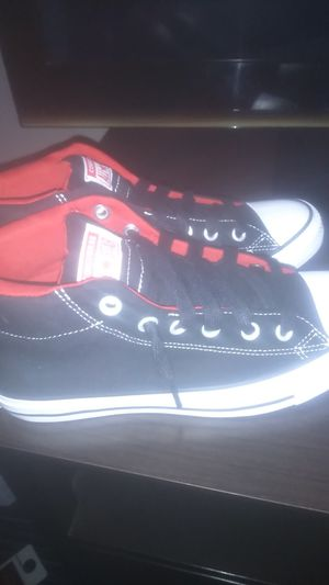 YOUTH CONVERSE BRAND NEW ! Size 6.5 for Sale in Columbus, OH