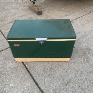 Vintage metal Coleman cooler with one insert in good condition for Sale in Indianapolis, IN