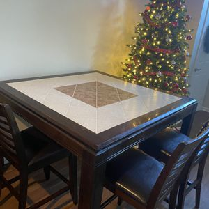 Table And Chairs for Sale in Wexford, PA