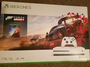 Xbox One S/ 5 Games and Headphone for Sale in Washington, IA