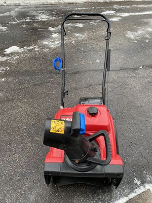 Toro snowblower power clear 518ZR starts at first pull 4 cycle with new paddles for Sale in Downers Grove, IL