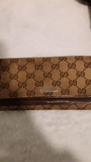 Gucci tri fold wallet for Sale in Scottsdale, AZ