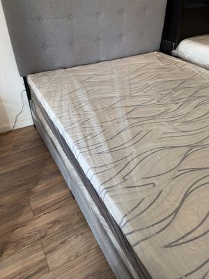 Grey queen upholstered bed wth matress for Sale in Fresno, CA