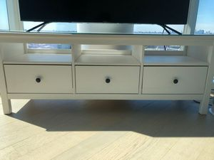 Ikea Hemnes TV Unit w/ glass top for Sale in Queens, NY