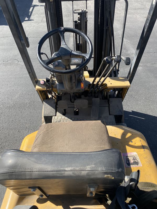 Caterpillar forklift 3000lbs, triple mast, side shift, propane tank not includes