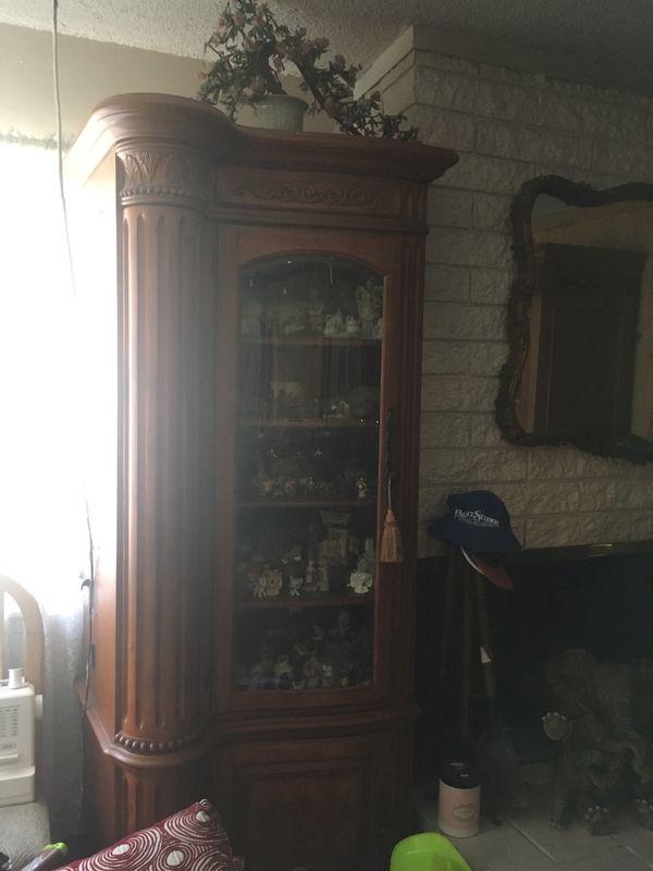 Corner shelf cabinet