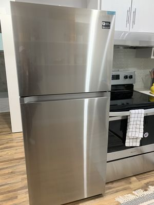 NEW Samsung 17.6 Cu. Ft. Stainless Steel Refrigerator for Sale in Seattle, WA