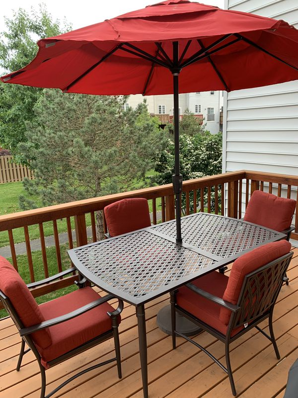 Patio furniture with 6 chairs and umbrella