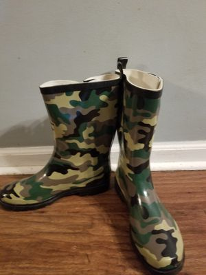 Women Rain Boots size 8 for Sale in Benson, NC