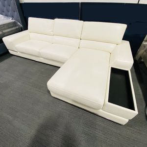 LUXURY LEATHER SECTIONAL SOFA IN WHITE WITH RECLINING BACKREST for Sale in Dallas, TX