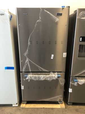 Maytag 22 cu.ft. Bottom Freezer Refrigerator Fingerprint Resistant Stainless Steel EZ FINANCING AVAILABLE for Sale in Miami, FL
