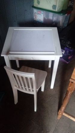 Small Desk With Chair for Sale in Aurora,  OR