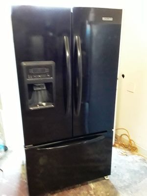 REFRIGERATOR KITCHEN AID FRENCH DOORS COLOR NEGRO COUNTER DEPTH for Sale in Los Angeles, CA