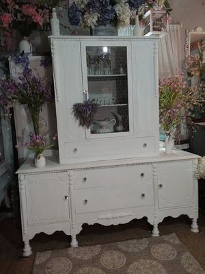 Antique buffet and China cabinet for Sale in Raleigh, NC