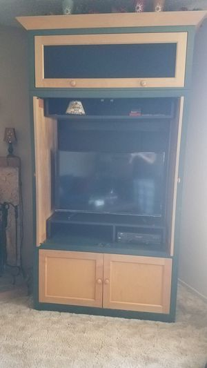 TV Entertainment Center / Bookshelves for Sale in Rancho Cucamonga, CA