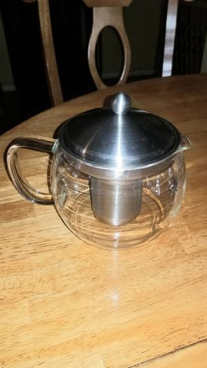 32 ounce GLASS TEA KETTLE COFFEE POT WITH INFUSER! HAPPY HOLIDAYS! for Sale in Austin, TX