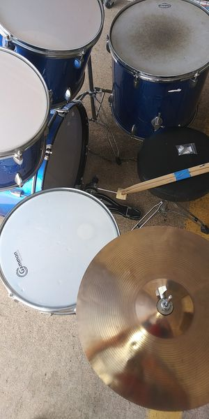 Gannon 5 piece drum set complete, stocks, throne, and key included for Sale in Houston, TX