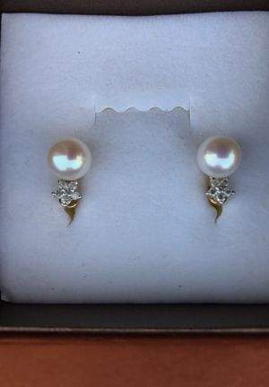 Real pearl and diamond earrings 14 k gold for Sale in Babson Park, FL