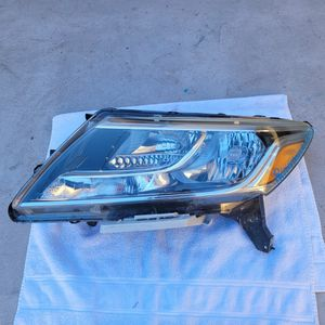 Nissan Pathfinder 2013 2014 2015 2016 Left Headlight for Sale in Torrance, CA