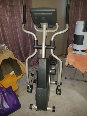 Elliptical machine with digital programs. for Sale in Highlands Ranch, CO