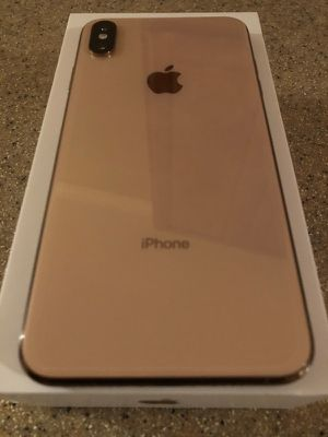 Xs max gold 750.00 carrier unlocked for Sale in Euclid, OH
