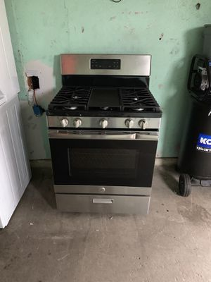 Estufa de gas nueva con algunos golpes $250 for Sale in Dallas, TX