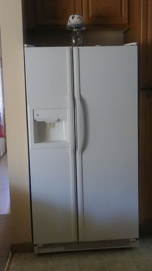 White double door Refrigerator for Sale in Detroit, MI