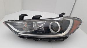 2017 2018 Hyundai Elantra Headlight Halogen Left LH driver side, OEM Tabs Good w/Bulbs . for Sale in Gilbert, AZ